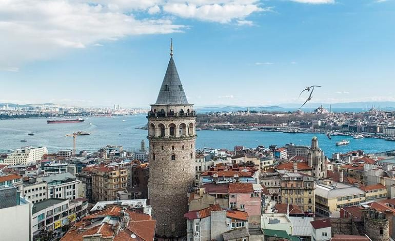 Galata Kulesi İstanbul'u renklendirecek