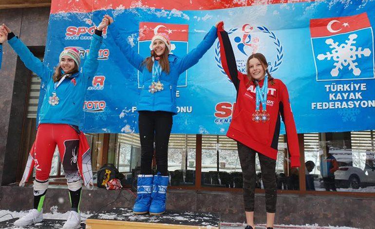 AKUT Sporcuları, Snowboard Alpine Yarışmaları'nda 16 Madalya Aldı