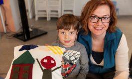 Çocuklar İstanbul Modern'de yastık tasarlıyor