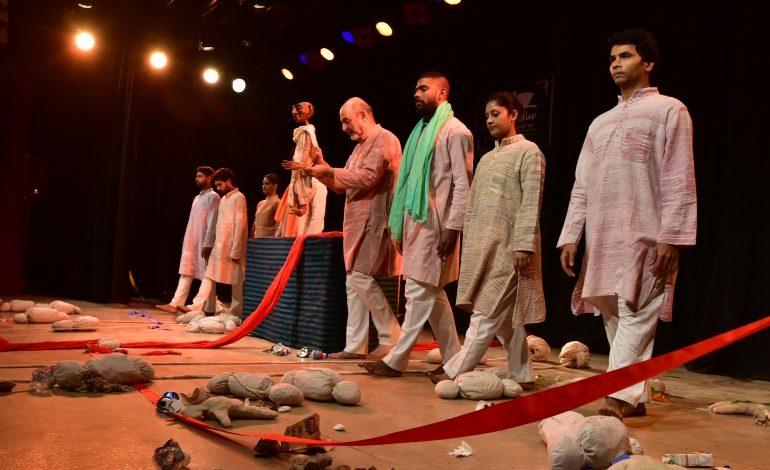 """Gandi'nin yaşamından ve hayata bakışından kesitlerle """"Gerçeğin İmgeleri"""""""