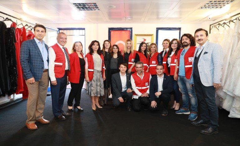 Ünlülerden Kızılay Üniversite Butikleri için 3 TIR giysi bağışı