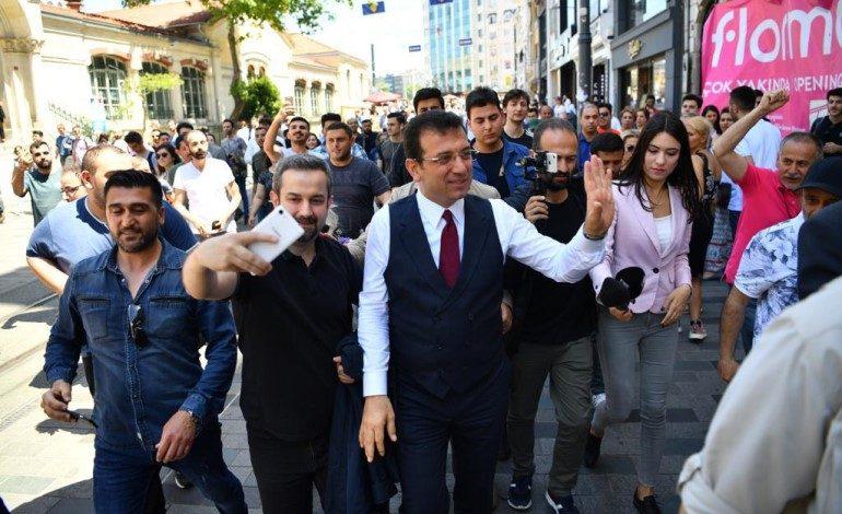 İstiklal Caddesi'nde İmamoğlu izdihamı