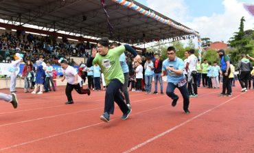 6 grupta yer alan özel çocuklar engelleri aşmak için koştu