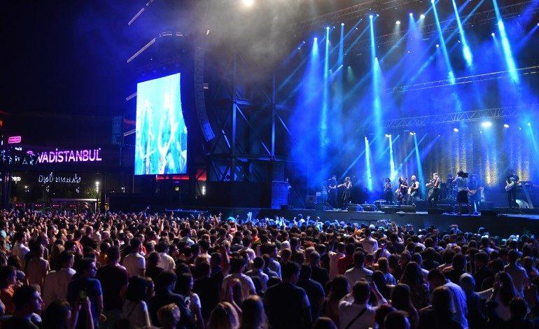 İstanbul'un Yeni Orman Manzaralı Konser Mekanı Vadi Açıkhava'ya Yoğun İlgi