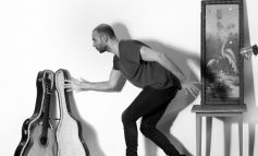 Yapı Kredi bomontiada World Akustik serisinde bu hafta: Avlu sahnesinde Barlas Tan Özemek çalıyor