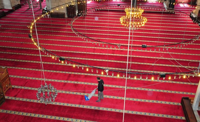 İBB, Camilerin Bakım Temizliğini Titizlikle Sürdürüyor