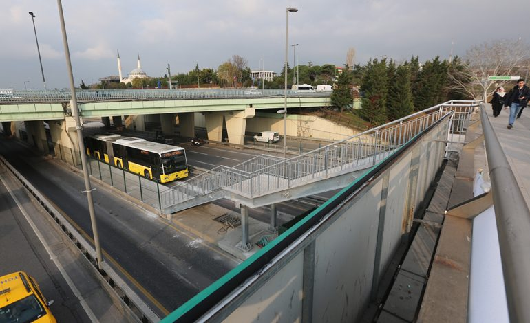Altunizade Metrobüs İstasyonu Genişletildi