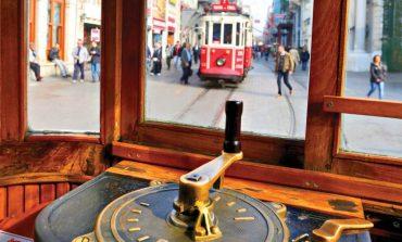 İstiklal'de Nostaljik Tramvay Seferleri Başladı