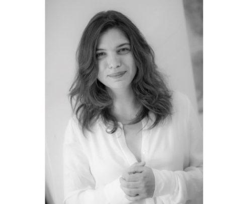 """Arter'de Ücretsiz Çevrimiçi Sohbetler, Yazar Birgül Oğuz'un 5 Kasım'daki """"Direniş, Estetik ve Bergama Sunağı"""" Etkinliğiyle Devam Ediyor!"""