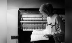 Neoklasik müziğin Türkiye'deki genç temsilcisi Büşra Kayıkçı PSM Online'a özel performansıyla 7 Şubat'ta dinleyicilerle buluşacak
