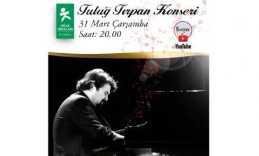 Piyanist Tuluğ Tırpan çevrimiçi canlı konserle Hisar Okulları sahnesinde