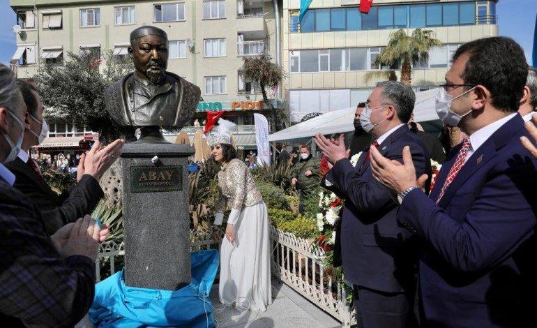 Yeni Kazak Edebiyatı'nın temelini atan Abay Kunanbayev'in adı, Zeytinburnu'nda meydana verildi