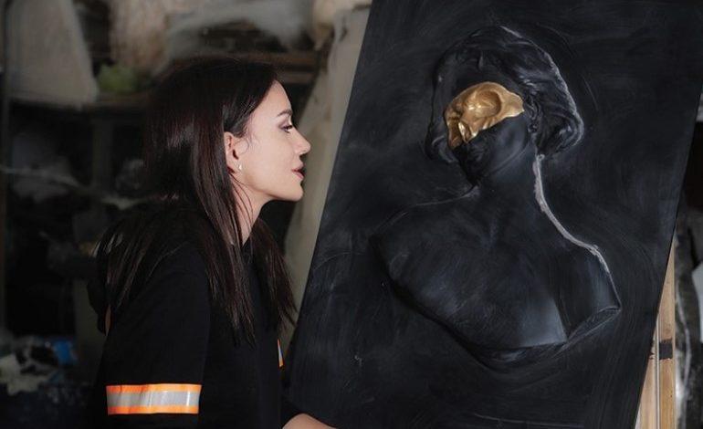 Faceless Girl Heykeli Avşar Film Binasında Sergileniyor